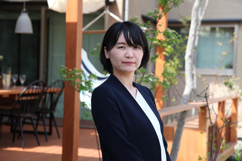 新川 綾子