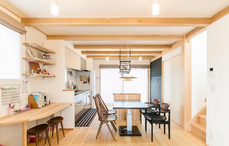 【愛知県海部郡蟹江町】コンパクトな敷地に広々と住まう、カフェスタイルキッチンの家