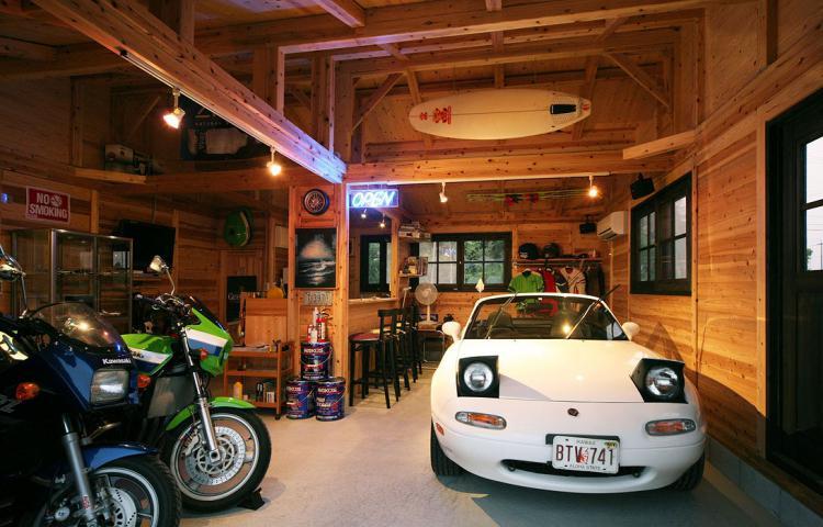 【岐阜県各務原市】バイクとアンティークカーを愉しむ ガレージのある住まい