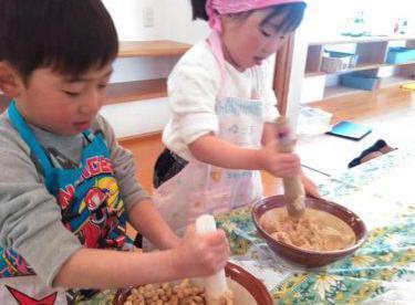 【暮らしの学校】Hidamaricafeの親子味噌づくり講座